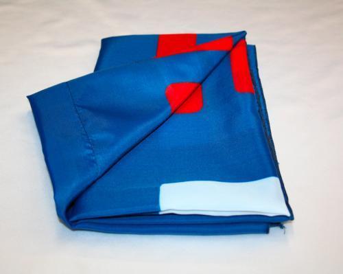 Bandiera personalizzata economica in tessuto poliestere leggero 70 gr, confezionata con taglia e cuci perimetrale e asola tubolare 4 cm piatta. Formato orizzontale 70x100 cm. Cliente TIM.