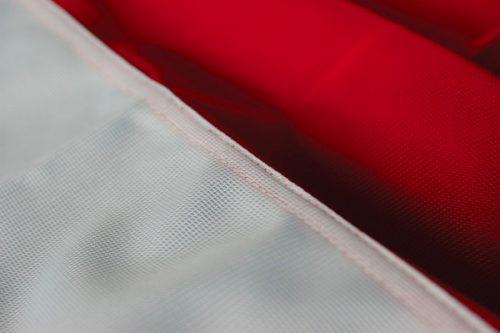 Dettaglio doppia cucitura bandiera nautica.